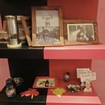ミルコローネ - 飾り棚に予約カード・ホルダー