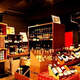 地下にはワインショップ。セラーのワインをお手頃価格で店内で!