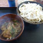 うどん八 - 2013/10/28訪問時の『あったか肉ねぎ+大盛(¥680+150)』