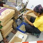 久留米ラーメン - 店内で製麺