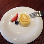 クイーンズバスリゾート - プチデザート  マンゴーロールケーキ