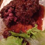 肉割烹 藤わら - 食いかけのタンバーグ。