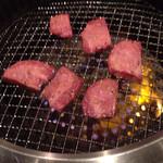 肉割烹 藤わら - どちらも美味なタンの食べ比べ。
