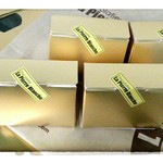 26981469 - チョコ3個でも、この金色の小さな箱に入れてくれる。