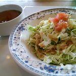 キッチンハウス ニキニキ - セットメニューのサラダとスープ