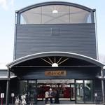 26983587 - 湯布院駅の手前を左折して歩いていくと小松家に着きます。