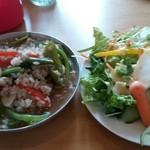 ジジチャリカフェ - ひき肉とバジル炒めおじっと(1200円)