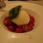 26983965 - 農吉さんのフレッシュモッツァレラとたっぷりトマトのサラダ(2014/05)