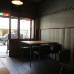 ミルコーヒー&スタンド - 4名がけテーブル