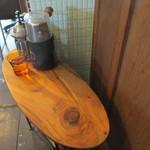 ミルコーヒー&スタンド - 1名がけテーブル