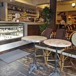 カフェ・マディ - カフェは寛ぎの空間で〜♬