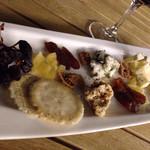 ル・パサージュ - 少しがっかりなチーズの盛り合わせ(800円)
