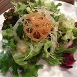 VINO VIVO - ランチについてくるサラダ