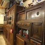 多磨屋 - 【うどん 多磨屋】古い家具や小物たちがイイ味出してます。