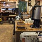 多磨屋 - 【うどん 多磨屋】各種雑誌。セルフコーヒー。おでんコーナー。
