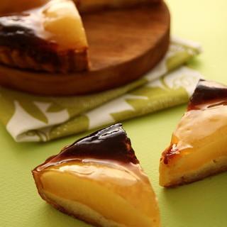 ドゥブルベ・ボレロ - 料理写真:期間限定、有機栽培の洋梨を使ったタルトポワール!