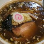 めとき - 黒っぽい濃い醤油のスープ