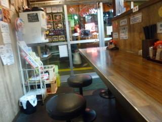 麺や 樽座 子安町店 - カウンターの様子