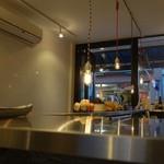 HONEY BEE CREPE Tokyo - (2014/3月)店内。写真右側が厨房。