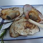 山田屋 - 山田屋が出している、千里浜の海の家:しろ貝