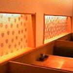 新橋 蛇の目寿司 - 1Fのテーブル席も居心地よしです