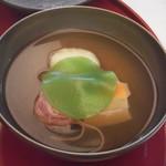 27002361 - 椀盛:岩石真薯 湯葉豆腐 梅素麺 色人参 木の芽 薄い屑水仙