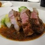 メゾン ド ハヅキ - 土日祝ランチAメイン:豚肩ロースのグリエ マルサラ酒と粒マスタードのソース