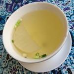 サムロータイレストラン&カフェ - 本日の日替わりランチスペシャル(1,080円)のスープ。他のランチを頼んでもこのスープがつきます。2014年5月