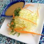 サムロータイレストラン&カフェ - 本日の日替わりランチスペシャル(1,080円)のサラダ。2014年5月