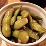 おでん屋 独楽 - 枝豆のピリ辛ガーリック炒め