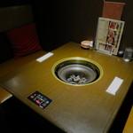 27009868 - 半個室のテーブル席