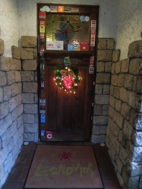 メキシコ料理 ロスノビオス - 雰囲気がある扉です☆
