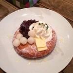 27013568 - 小豆&白玉&ホイップ生クリームパンケーキ