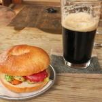 yugue - 焼やさいベーグル、ギネスビール(600円)