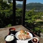 達人村喫茶山ぼうし - テラス席のポークステーキ