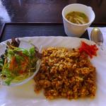 アイリス - 料理写真:お好みのピラフ&野菜サラダランチ(ドライカレー)