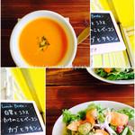 Smoke & Vegetable Bistro SARU 白金 - ランチのスープとサラダ