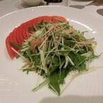 南国酒家 - 肉厚くらげと鶏肉、水菜のサラダゴマドレッシング・・・アラカルト