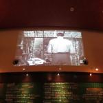 BOSCO-iL-CHIANTI - 壁にイタリア映画を投影