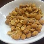 徳翔楼 - お通しナッツ