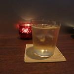 アカバール - 梅酒ソーダ割り。