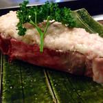潜龍 - Iボーンステーキ様は無かったのですがこのスペシャルなビジュアル!お肉様の上は牛脂&ニンニク♪