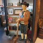 常陸野ブルーイング水戸 - 陶器の人形1です。