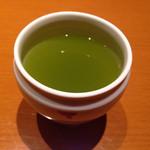 まるや本店 - 最後には緑茶をいただきました