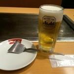 鶴橋風月 - テーブルの感じ
