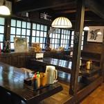 岡本とうふ店  - 雰囲気の良い店内