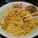 東京麺珍亭本舗 - 酢とラー油をかけて混ぜ混ぜせなアカン