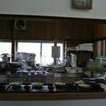 肉うどん 野島 - 厨房