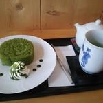 東山茶寮 - 贅沢抹茶ロールケーキとお茶のセット
