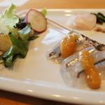 ごはん屋 今ここ - 「タイ・イカ・ホタルイカ・サヨリ」イカとホタルイカという違うタイプのイカが入ったサラダも面白い!